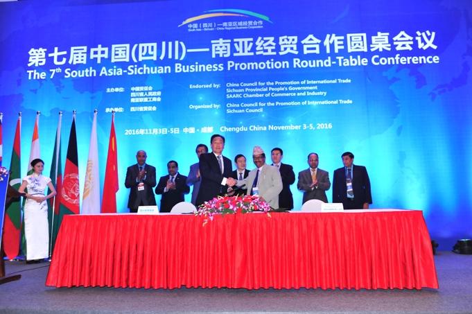 06四川省贸促会与尼泊尔比拉特纳加尔工商会签署合作备忘录.JPG